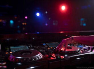 Der erfahrene DJ für Ihre Fimenfeier aus Hamburg