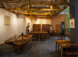 Wie die MCA Furniture GmbH seit Jahren erfolgreich auf Massivholzmöbel setzt